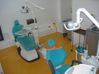 Imagine Cautam colaborare cu medic dentist specializat pe Endo.