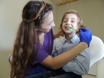 Metode dovedite de pregatire a copilului pentru vizita la medicul dentist