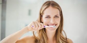 periaj dentar te ajuta sa indepartezi eficient placa bacteriana