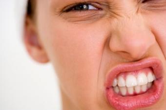 Bruxismul sau scrasnitul dintilor: manifestare si cai de tratament