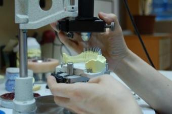 Imagine Laboratorul de tehnica dentara Ceram King Art deschis de sarbatori