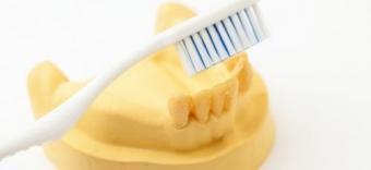 Igiena dentara pentru purtatorii de proteze dentare